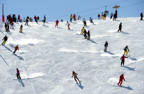 People ski on a piste of French ski resort Meribel in French Alps, on February 19, 2013. AFP PHOTO / PHILIPPE DESMAZES